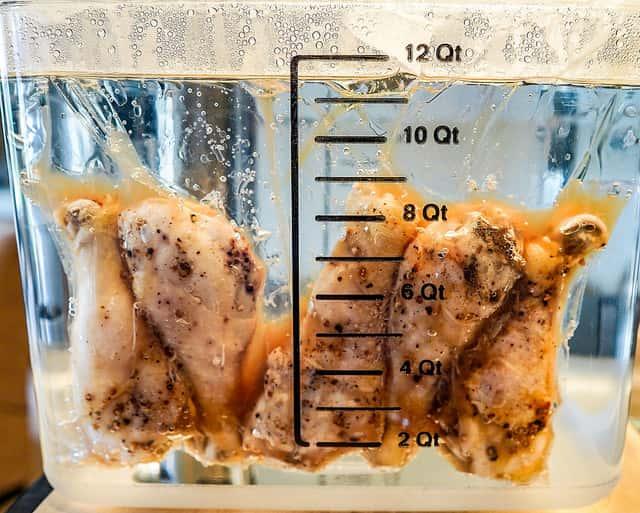 低温加熱中の鶏肉