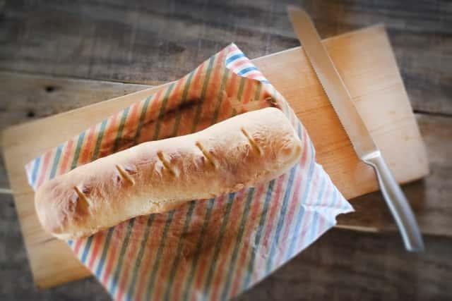 パンとパン切り包丁