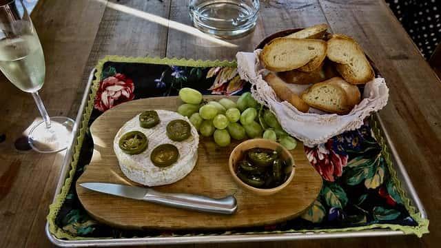 カマンベールチーズのある食卓