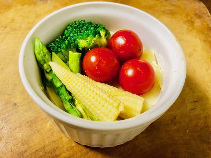 カマンベールチーズと野菜のココットカマン