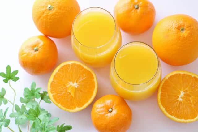 オレンジジュースとみかん