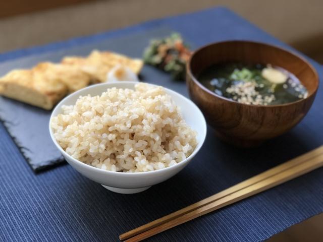 玄米ご飯の食事