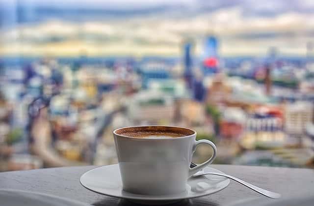ロンドンの街並みとカフェ