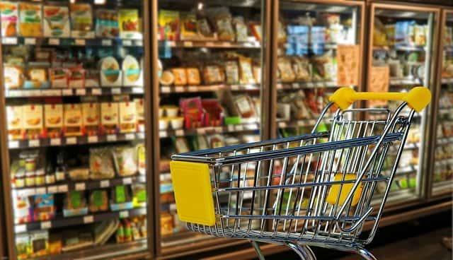 スーパーのカートとマーケット