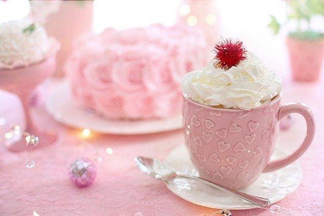 ピンクのカップ