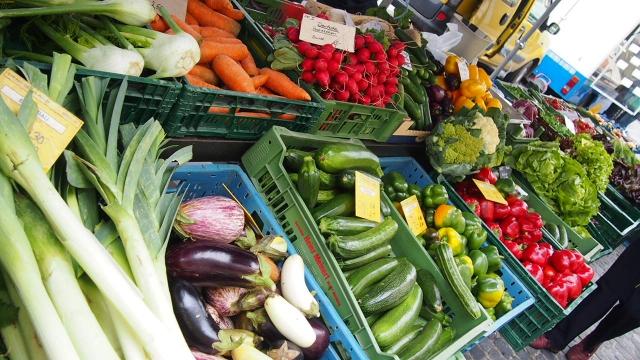 全国の農産物直売所から生中継!旬の農産物を紹介
