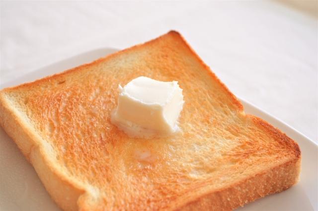 バターの乗ったトースト